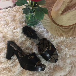 COACH - blk/ slip on sandals.🌹🌷